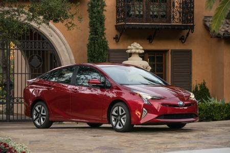 Новый гибрид Toyota Prius назван самым экономичным автомобилем