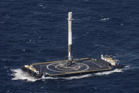 SpaceX успешно посадила Falcon 9 на морскую платформу в третий раз