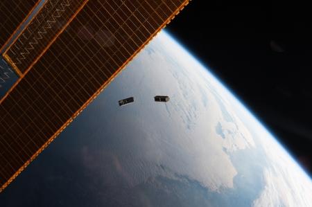 Фото дня: запуск спутников CubeSat с борта МКС