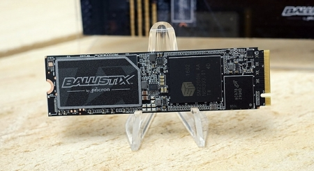 SSD Crucial Ballistix TX3 использует память типа 3D MLC NAND