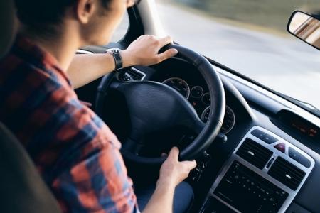«Умные» автомобили смогут распознавать водителей по стилю управления