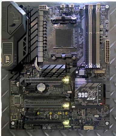 Живучий Socket AM3: ASUS представила новую версию платы SABERTOOTH 990FX