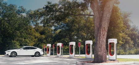Tesla опровергла слухи об использовании батарей Samsung SDI для Model 3
