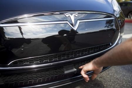 Tesla не откажется от функции автопилота в электромобилях