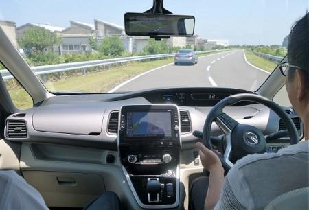 Автопилот Nissan довольствуется монокулярной видеокамерой