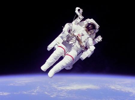 LG Chem будет поставлять батареи для скафандров астронавтов NASA