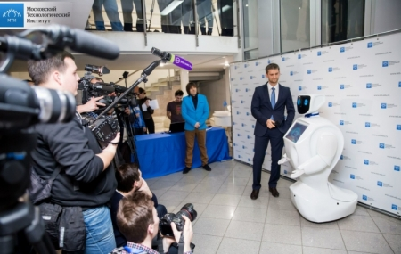 Резидент фонда «Сколково» поставляет за рубеж говорящих роботов