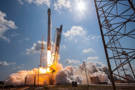 SpaceX успешно запустила грузовик со стыковочным узлом и другими грузами для МКС