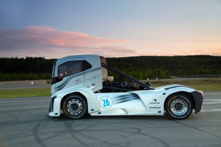 Тягач Volvo Iron Knight завоевал титул самого быстрого грузовика в мире