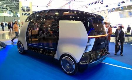 ММАС-2016: «КАМАЗ» показал беспилотный городской мини-автобус «Шатл»