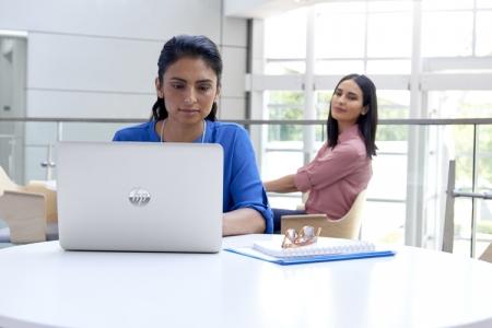 Ноутбуки НР получат дисплей с «защитой от подглядывания»