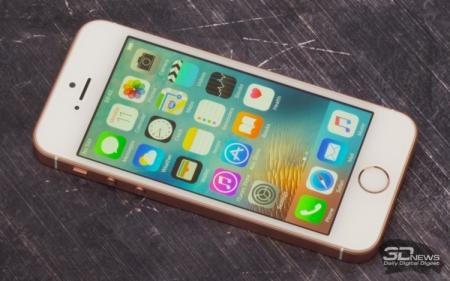 Продажи iPhone падают три квартала подряд