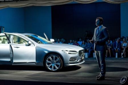 Презентация Volvo S90 в России прошла с использованием очков Microsoft HoloLens