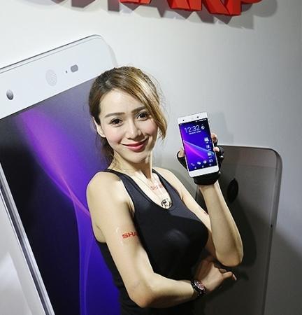 Смартфон Sharp Aquos Z2 получил 10-ядерный чип MediaTek Helio X20