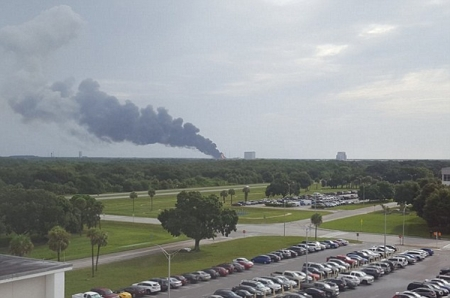 Ракета SpaceX Falcon 9 взорвалась на стартовой площадке