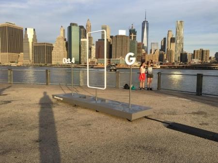 Странная скульптура в Бруклине приглашает на мероприятие Google