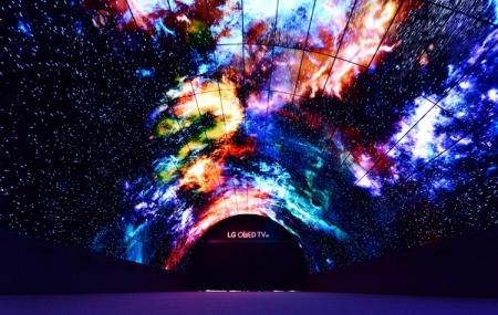 IFA 2016: Уникальная инсталляция из изогнутых OLED-панелей LG