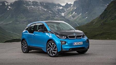BMW покажет на Парижском автосалоне электроскутер и эксклюзивный гибрид i8