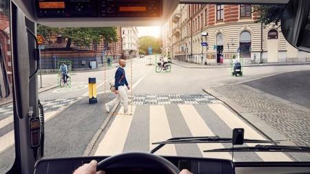 Автобусы Volvo смогут самостоятельно сигналить пешеходам и велосипедистам