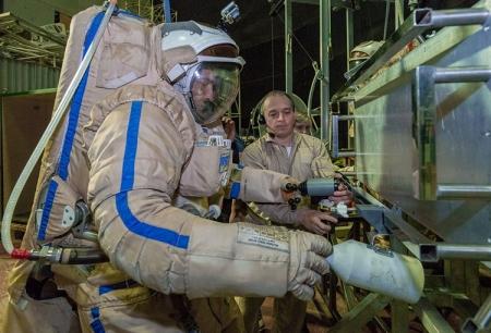 В России стартовали эксперименты по отработке действий человека на Луне