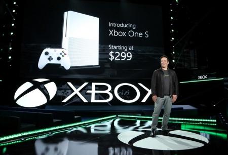 Xbox One S помогла Microsoft обойти Sony на рынке консолей