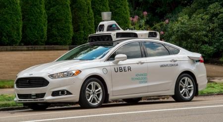 Самоуправляемые такси Uber начали перевозить рядовых пассажиров