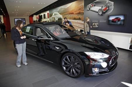 На Tesla подали в суд за медлительность Model S