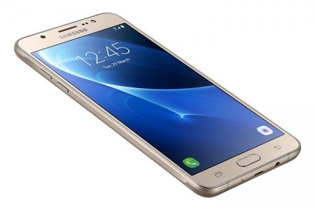 Samsung готовит смартфон Galaxy J7 (2017) с экраном Full HD