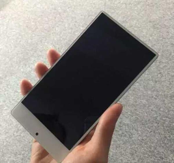 Xiaomi выпустит бюджетную версию смартфона Mi Mix