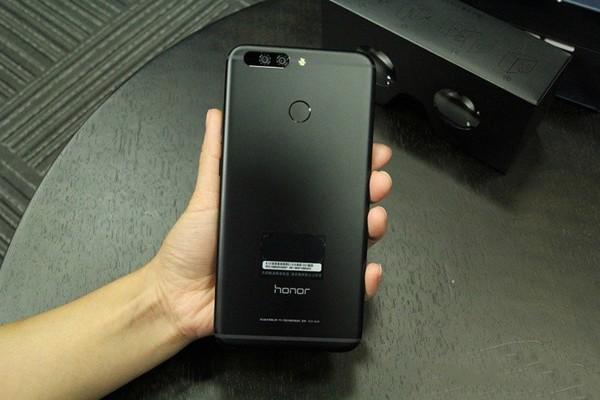 Смартфон Honor Note 9 показался на первом «живом» фото