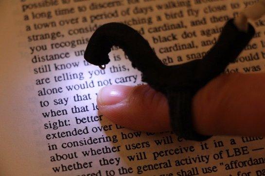Создано устройство, которое позволит слепым читать без использования специального шрифта