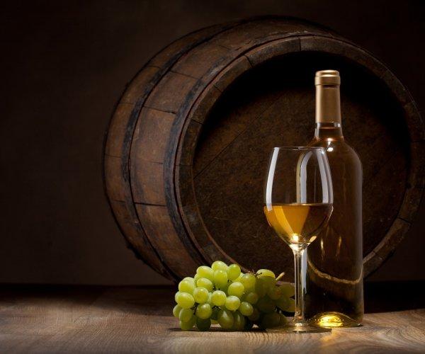 Ученые: Белое вино угрожает женскому здоровью