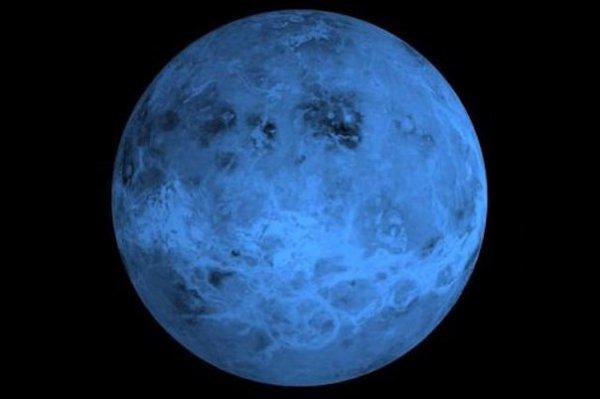 Ученые обнаружили раскаленную до 850 градусов планету