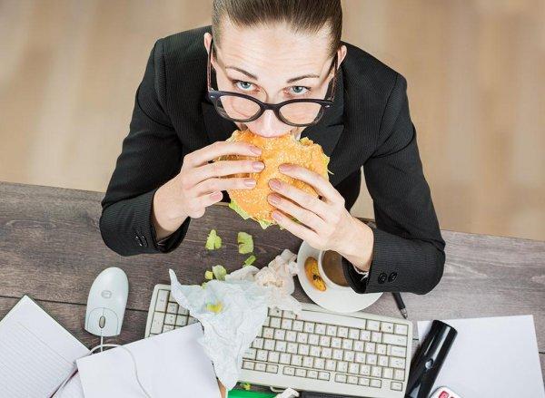 Названы профессии, которые способствуют появлению лишнего веса