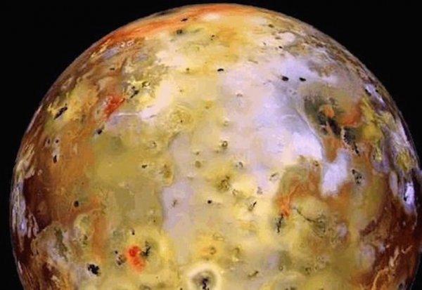 Ученые составили инфракрасную карту мощнейшего вулкана Солнечной системы