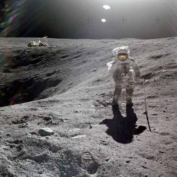 На Луне уфологи заметили древний внеземной танк