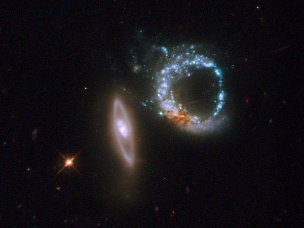 NASA показало удивительный снимок двойной галактики