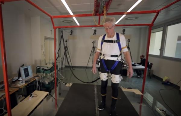 Ученые разработали функциональный экзоскелет для пожилых людей