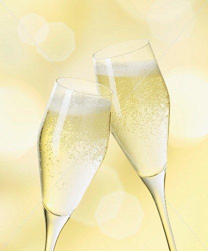 Ученые: Выпивать два бокала шампанского в неделю полезно для здоровья