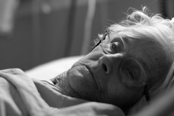 Медики рассказали, о чем жалеют люди в конце жизни
