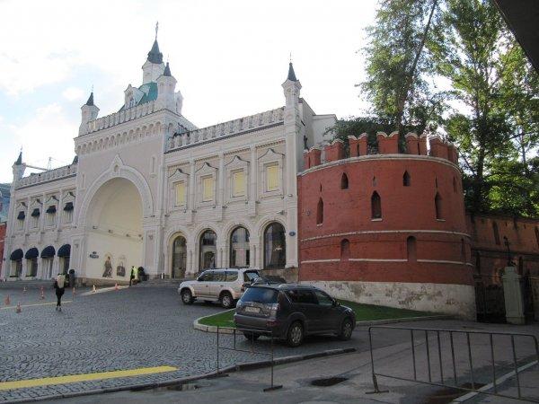 В Москве возле Китайгородской стены нашли мост XVII века