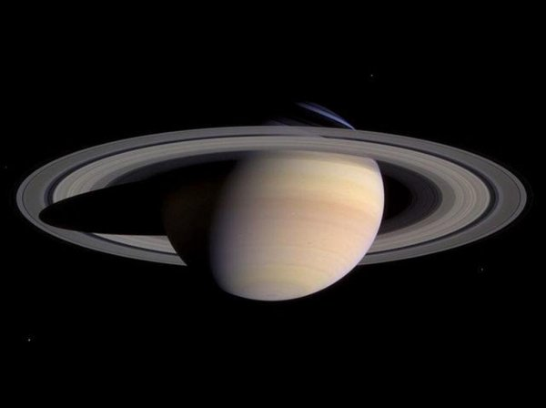 Зонд «Кассини» получил кадры Сатурна в день солнцестояния
