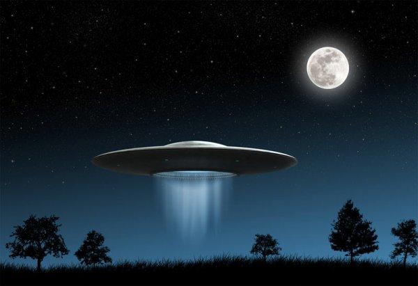 В Оклахоме трое членов семьи сфотографировали один и тот же НЛО на телефоны