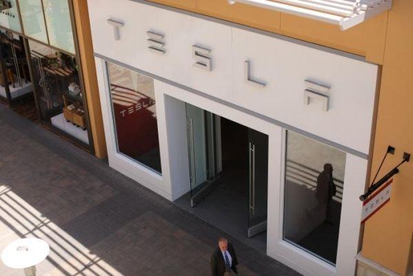 Apple может купить компанию Tesla