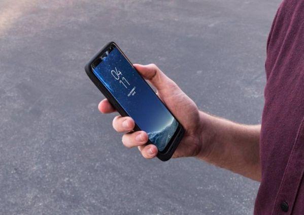 Чехол Mophie juice pack для Samsung S8 имеет встроенный аккумулятор