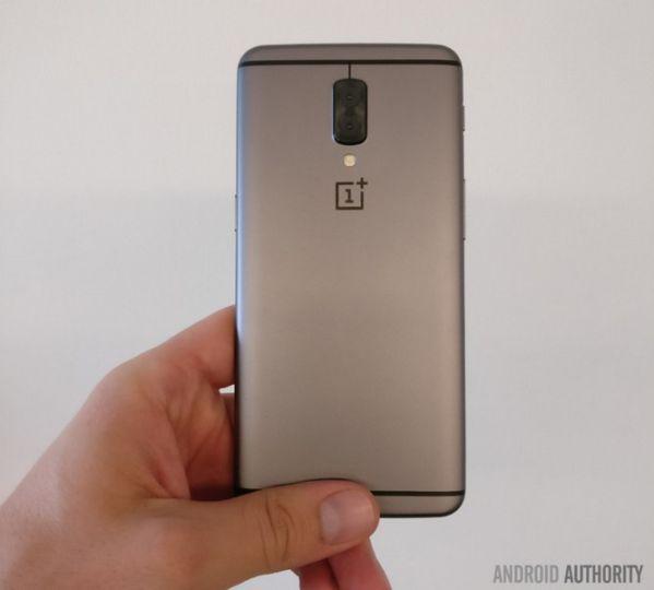Смартфон OnePlus 5 показался на «живом» снимке