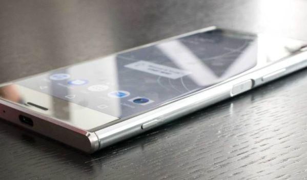 Sony Xperia XZ Premium стоит как Samsung S8
