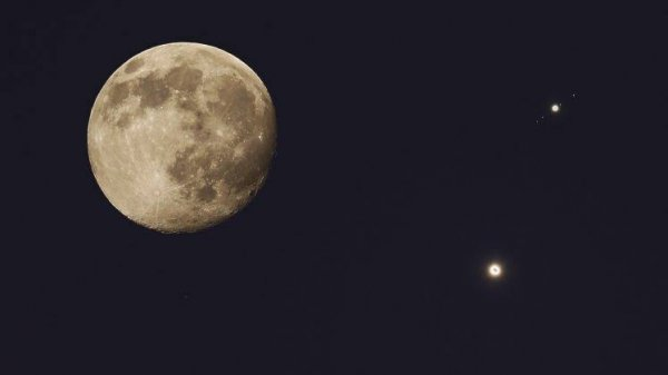 Летом жители России смогут увидеть в небе Сатурн, Венеру и Юпитер