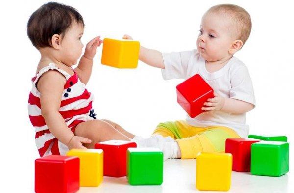 Ученые: Младенцы различают пять основных цветов