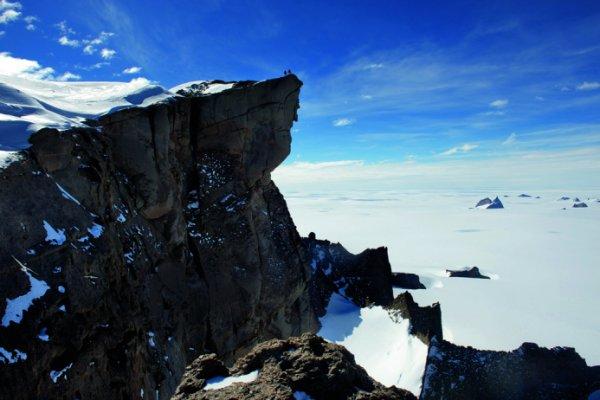 Российские ученые обнаружили в Антарктиде вход в подземелье нацистов
